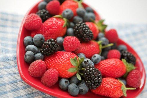 frutos rojos y azules